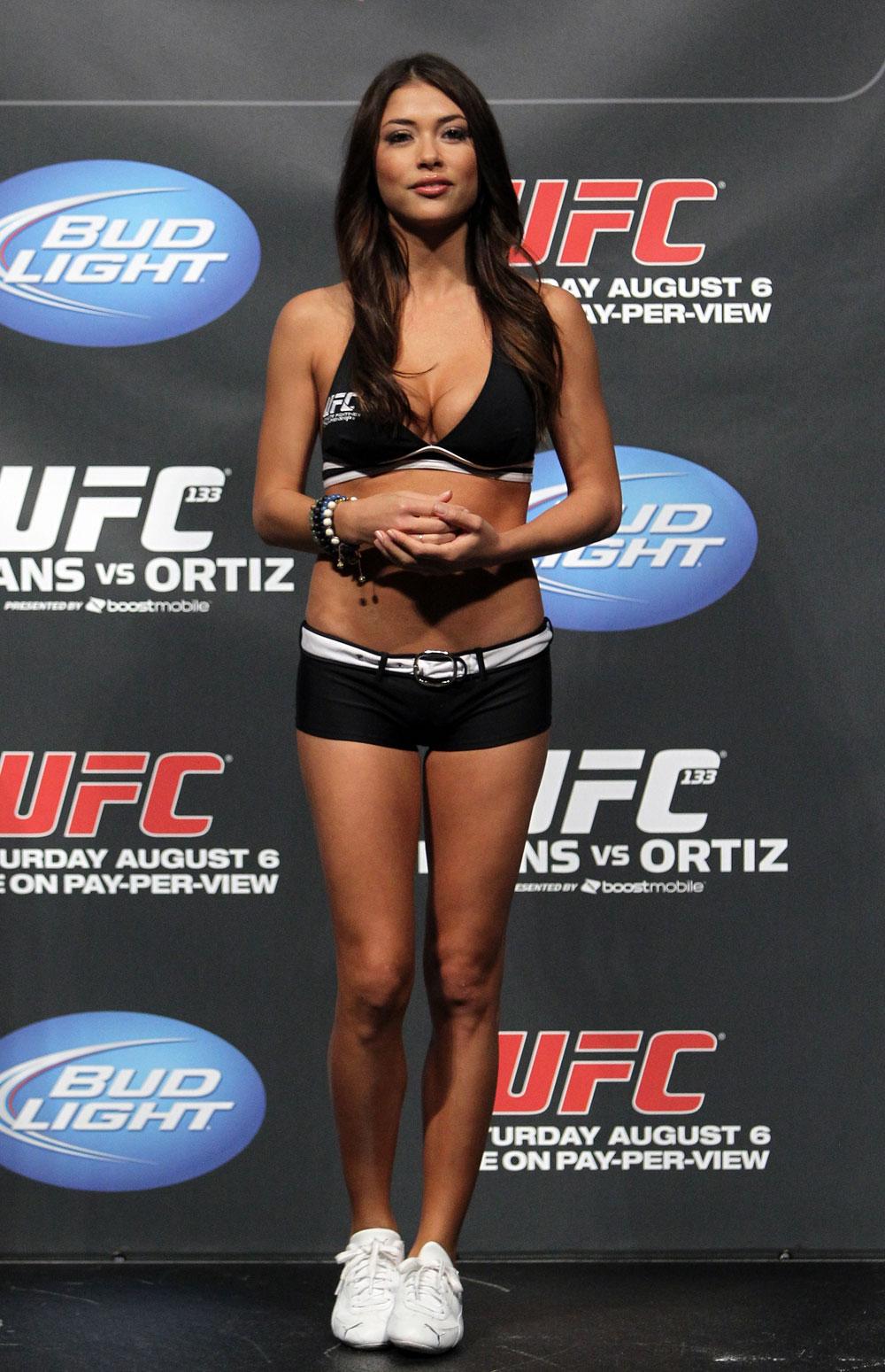 Девушка дня. Арианни Селесте – ринг-гёрл года в MMA   Спорт на БИЗНЕС Online